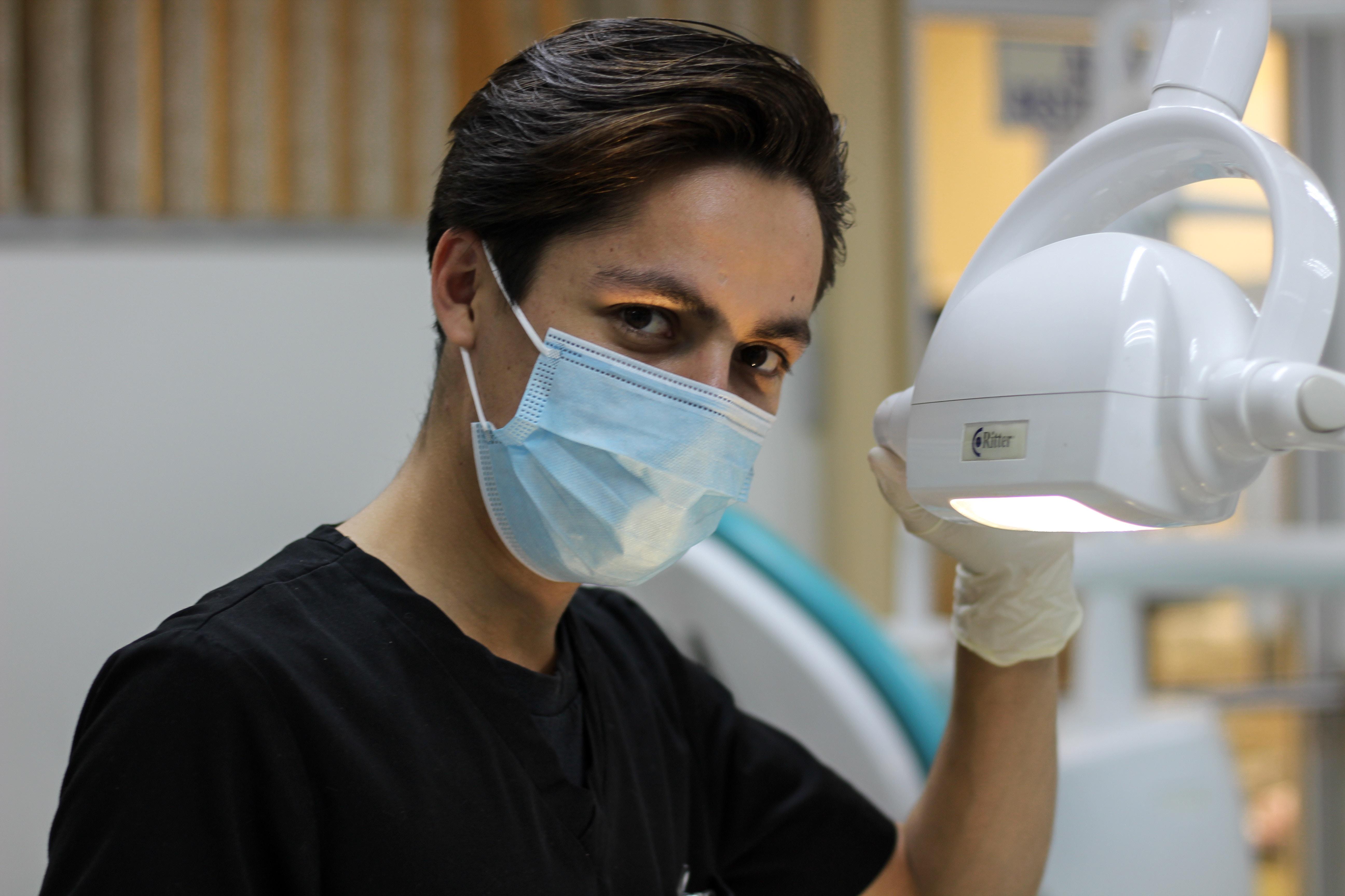 Odontólogo o dentista